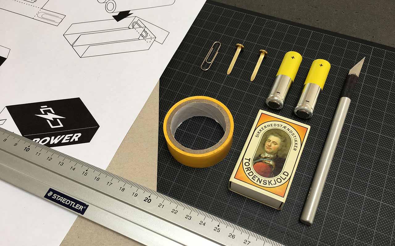 Redskaber og materialer til tændstikæske-batteriholder-projektet